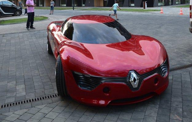 Koncepcyjny Renault DeZir przyjechał do Warszawy