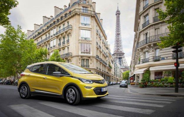 Opel Ampera-e gromi elektryczną konkurencje