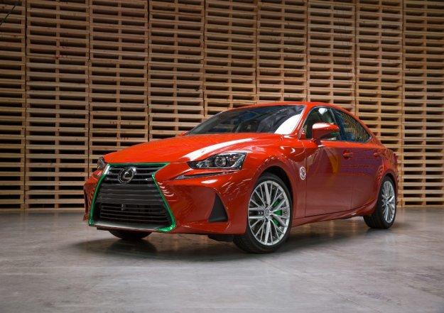 Pikantna odmiana Sriracha samochodu Lexus IS wersja