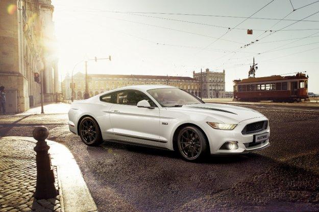 Ford z dwiema specjalnymi wersjami Mustanga