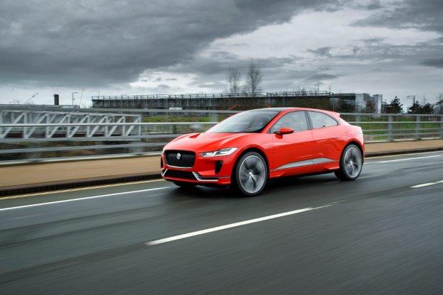 Koncepcyjny elektryczny Jaguar I-Pace na wolności