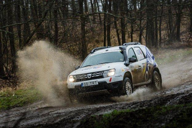 Deszczowy start Dacia Duster Elf Cup