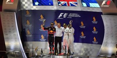 www.moj-samochod.pl - Artykuďż˝ - Hamilton wygrywa kolejny wyścig w F1