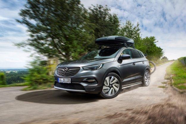 Kompaktowy SUV Opel Grandland X już w salonach