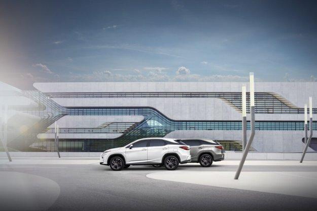 Siedmioosobowy Lexus RX L w cenie od 366 900 zł