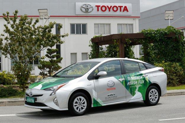 Hybrydowa Toyota napędzana etanolem