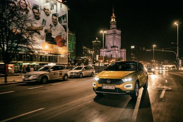 Jazdy testowe samochodami marki Volkswagen nocą