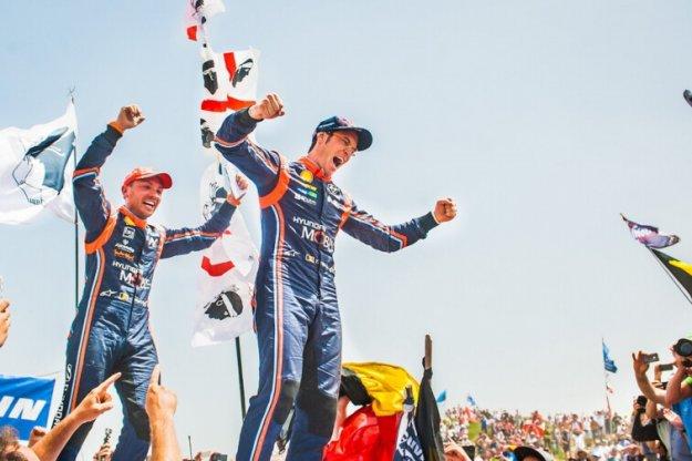 WRC Sardynii Thierry Neuville idzie po pierwsze mistrzostwo
