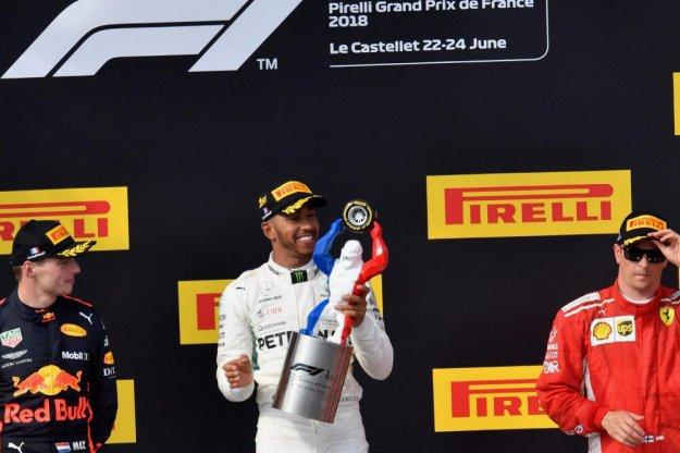 Lewis Hamilton zwycięża we Francji