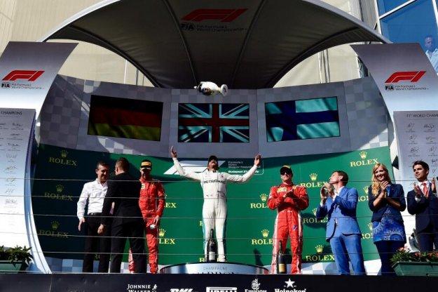 Lewis Hamilton zwycięża na Węgrzech