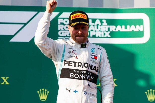Fin Valtteri Bottas wygrywa pierwszy wyścig F1