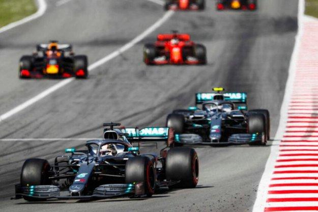 Hamilton z trzecią wygraną w tym sezonie