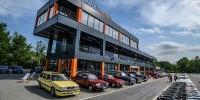 www.moj-samochod.pl - Artykuďż˝ - Historyczne modele Volvo na torze w Modlinie