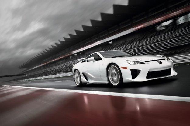 Lexus testuje zmodyfikowaną wersję modelu LFA