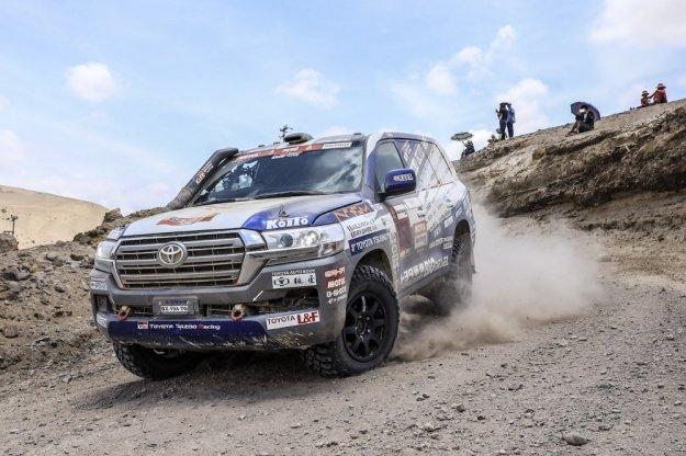 Toyota przygotowuje Land Crusiera do Rajdu Dakar