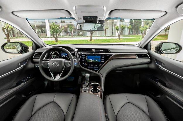 Nowe modele Toyoty wyposażone w usługi łączności