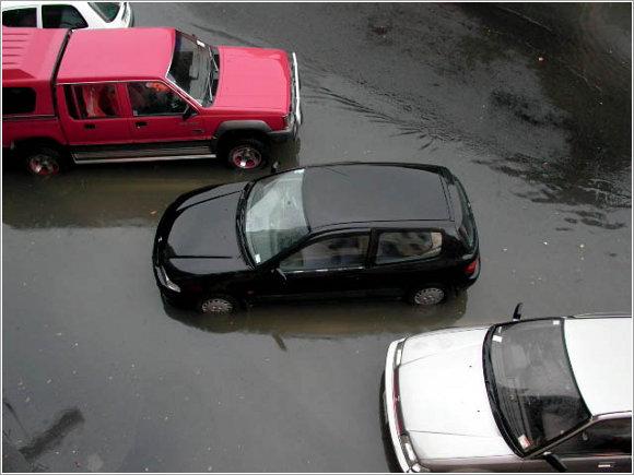 Jak rozpoznać podtopiony samochód?